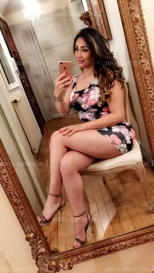 Anne-raphaelle lovesita massage érotique à Piolenc